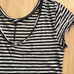*Like New* black & white striped top